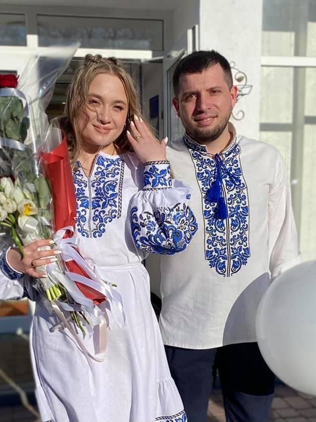 Юні калуські танцюристи зворушливо привітали коліжанку з заміжжям 2