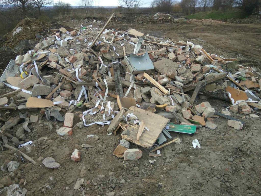 Мешканці Підлужжя можуть перекрити дорогу, якщо в село не перестануть звозити будівельне сміття 1