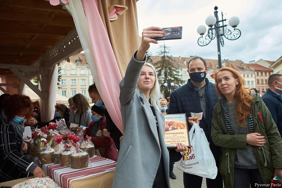 Визначили переможців конкурсу смаколиків на Великодньому ярмарку у Франківську 1