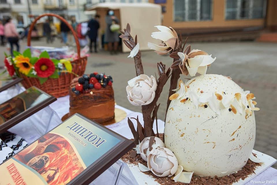 Визначили переможців конкурсу смаколиків на Великодньому ярмарку у Франківську 3