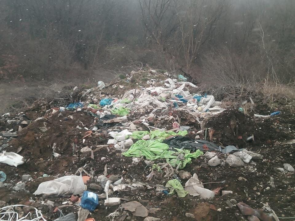 Мешканці Підлужжя можуть перекрити дорогу, якщо в село не перестануть звозити будівельне сміття 2
