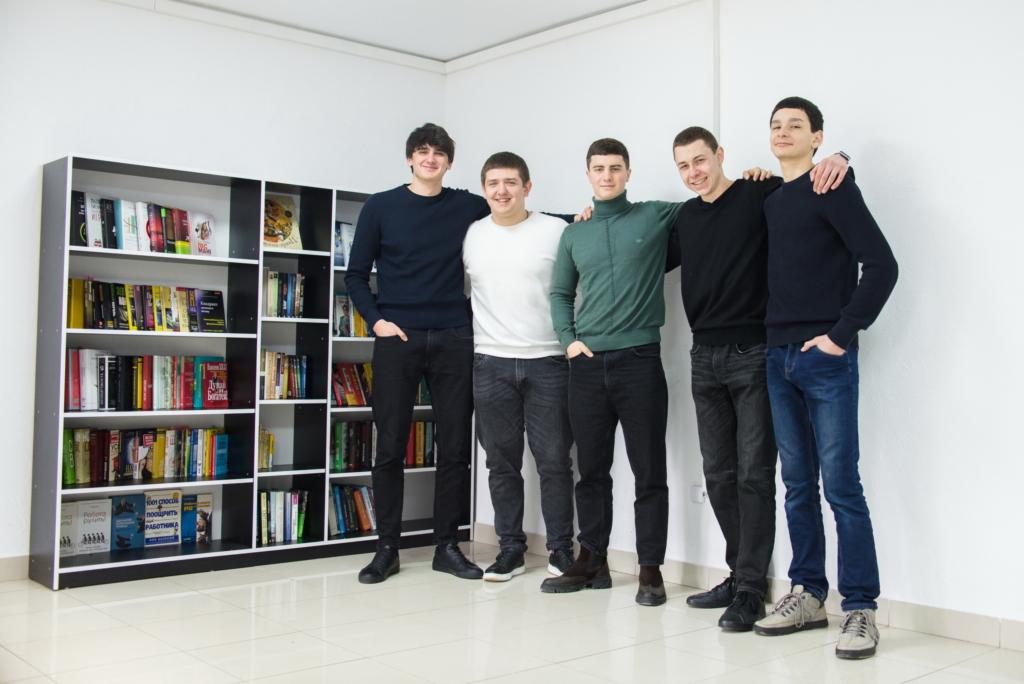 Шестеро студентів відкрили в Коломиї нетипову бібліотеку 1