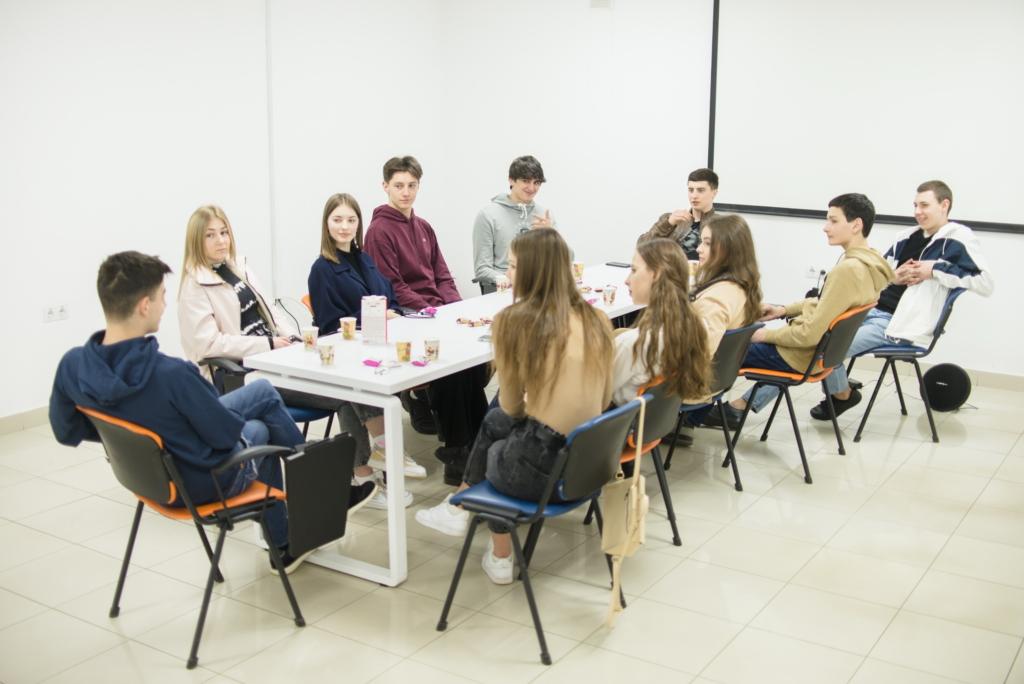 Шестеро студентів відкрили в Коломиї нетипову бібліотеку 2