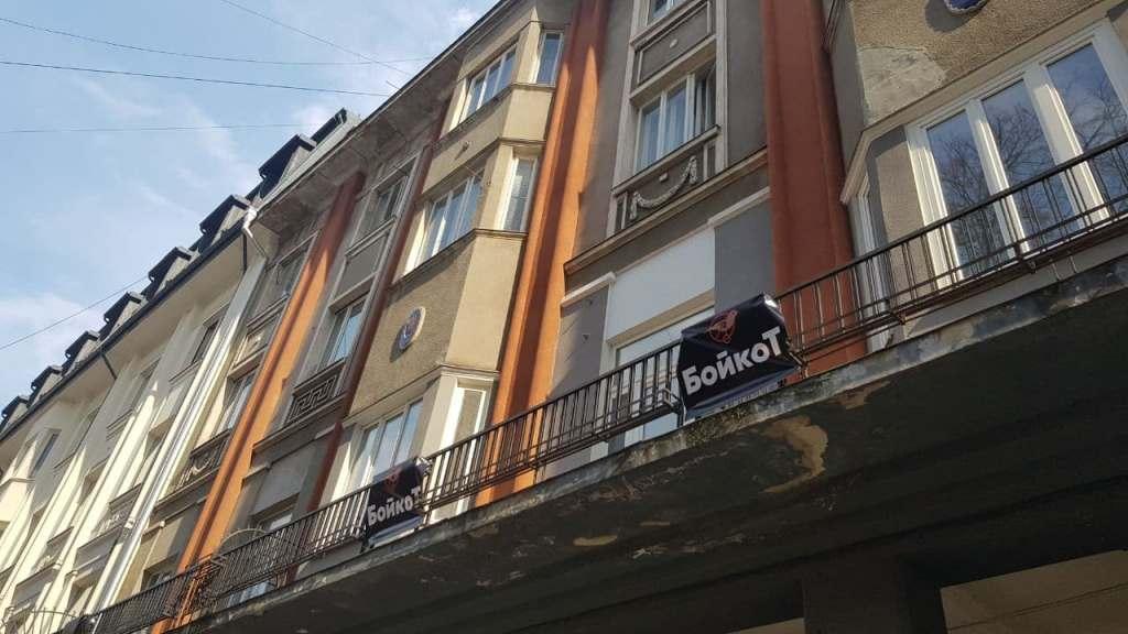 """Десятки франківців вийшли на акцію з вимогою зберегти колонаду готелю """"Дністер"""" 5"""