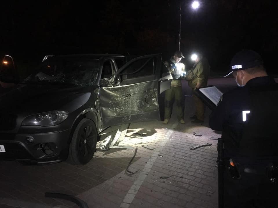 автомобіль БМВ обстріляли з РПГ в Івано-Франківську