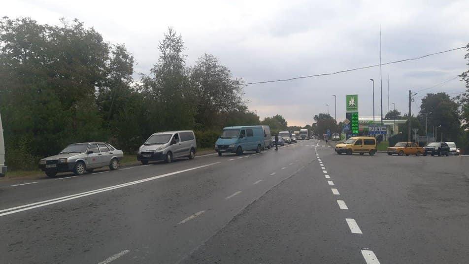 У Долині перекрили трасу Франківськ – Стрий. Люди вимагають ремонту дороги Долина – Велика Тур'я 1