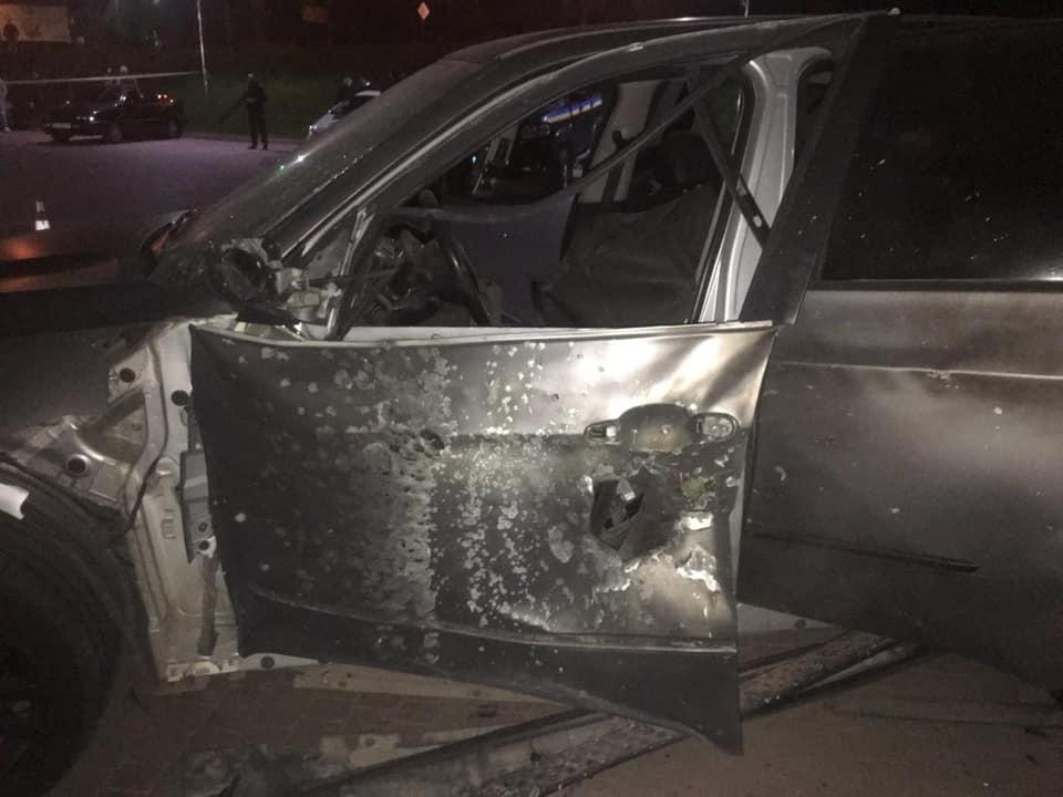 в Івано-Франківську обстріляли автомобіль BMW