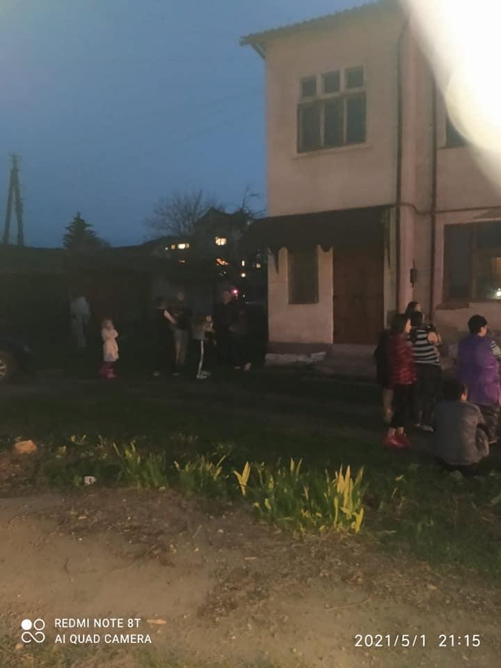 П'ятьох дорослих та двох дітей евакуювали з будинку на пожежі в Городенці 1