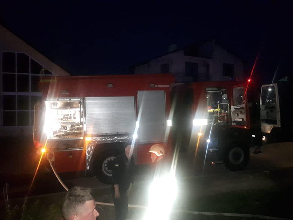 П'ятьох дорослих та двох дітей евакуювали з будинку на пожежі в Городенці 2