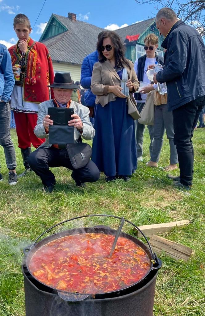 Щоби ложка стояла: на Фестивалі борщу у Кричці представили 12 варіантів страви 3