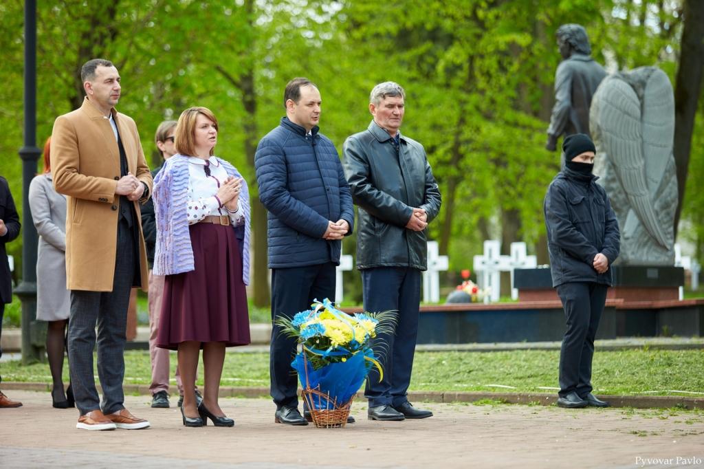 Святкування Дня міста у Франківську почалося вшануванням героїв 3
