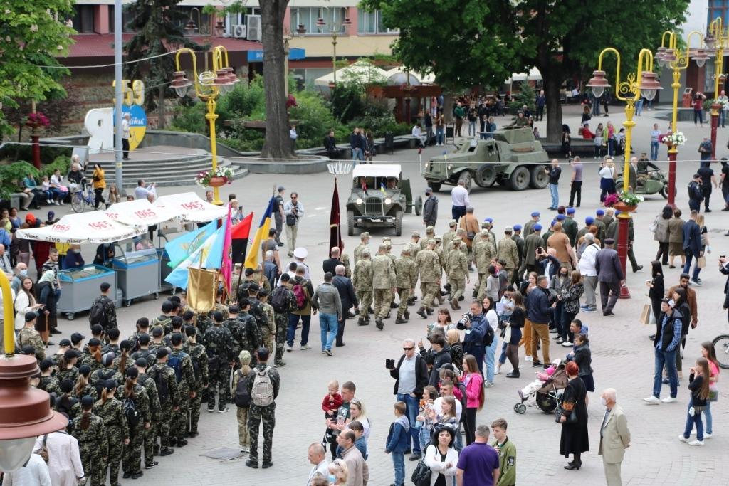 Марш Слави УПА та реконструкція бою: як у Франківську вшанували День Героїв 1