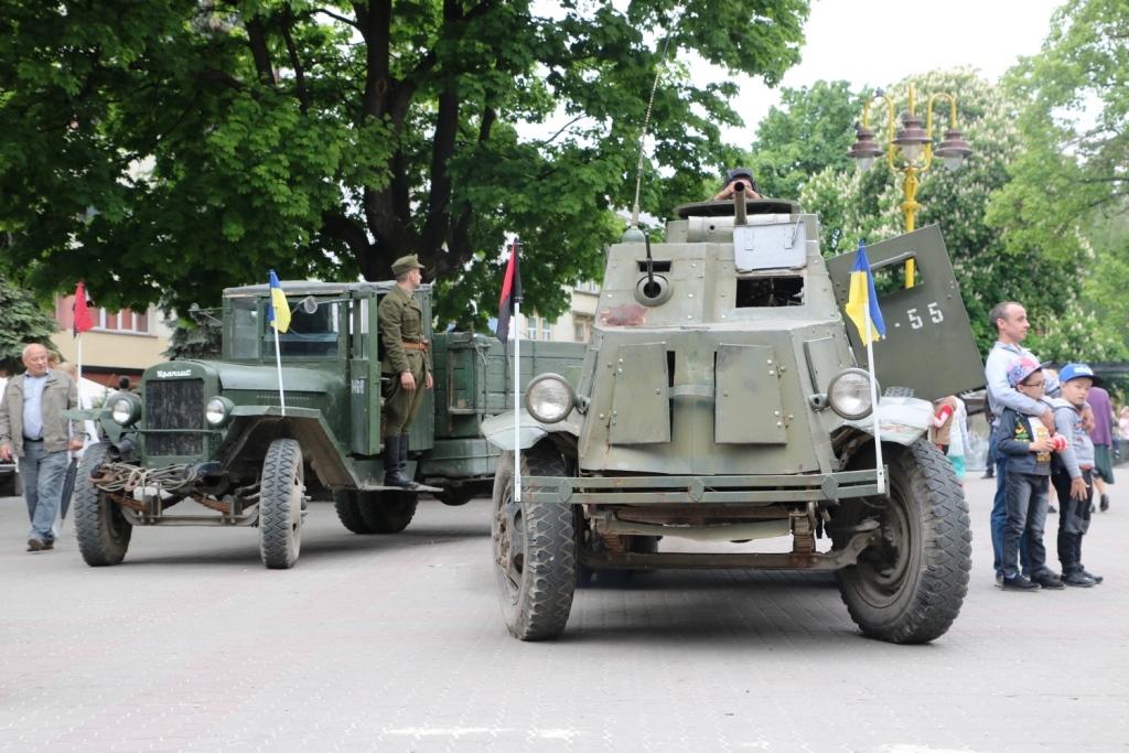 Марш Слави УПА та реконструкція бою: як у Франківську вшанували День Героїв 2
