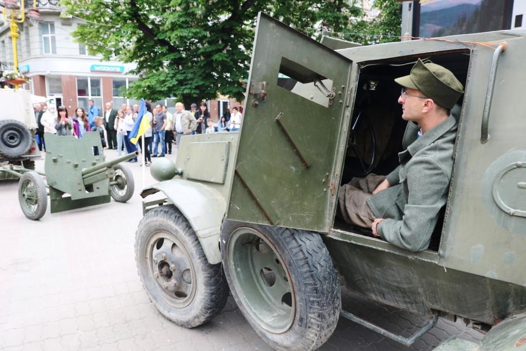 Марш Слави УПА та реконструкція бою: як у Франківську вшанували День Героїв 5