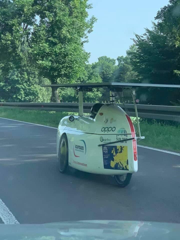Дорогами Прикарпаття їздить чудернацький веломобіль з сонячними панелями 2