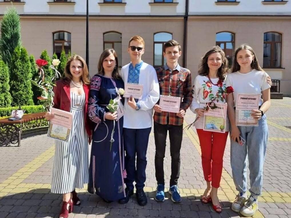 П'ятьом учням і педагогам Калуського ліцею Бахматюка вручили нагороди і премії 1