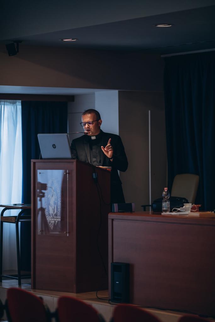 Священник з Франківська захистив докторську в Римі 1