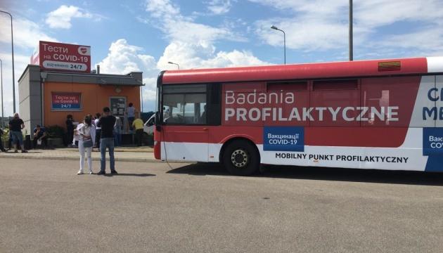 У 4 пунктах пропуску до Польщі почали вакцинувати заробітчан та студентів 1