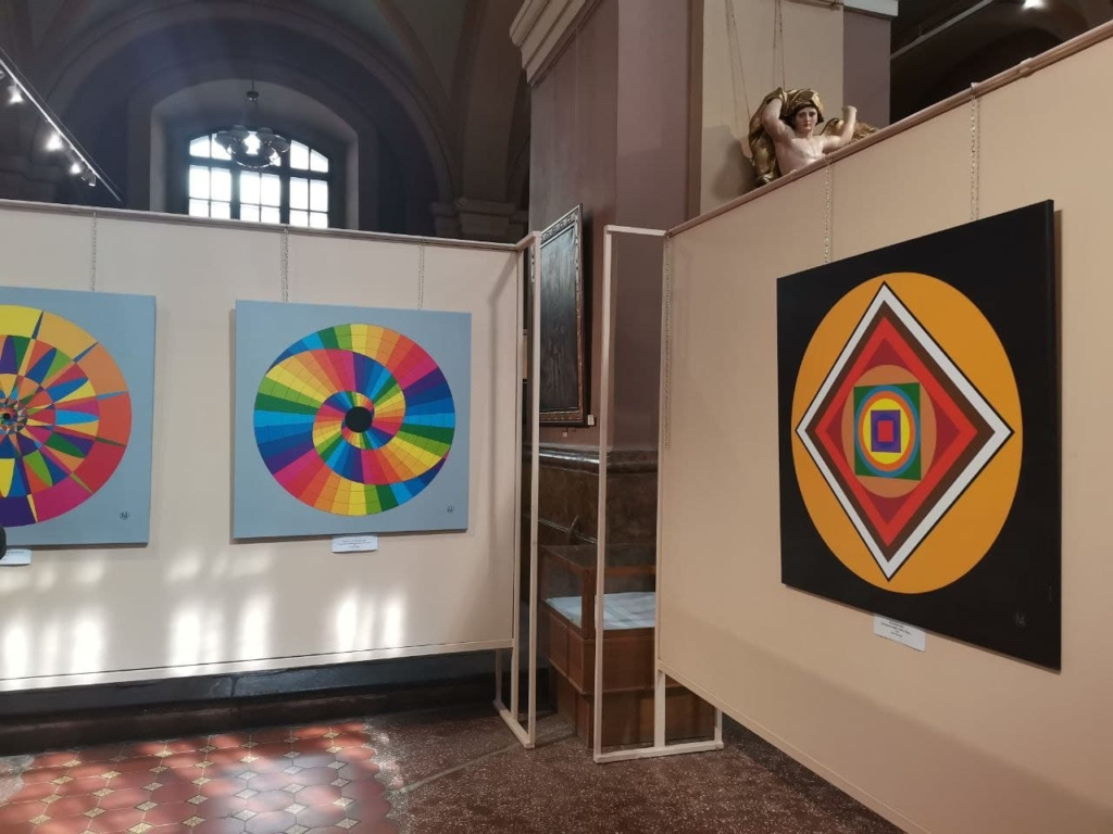 У Франківську відкрили виставку картин кольоротерапії 2