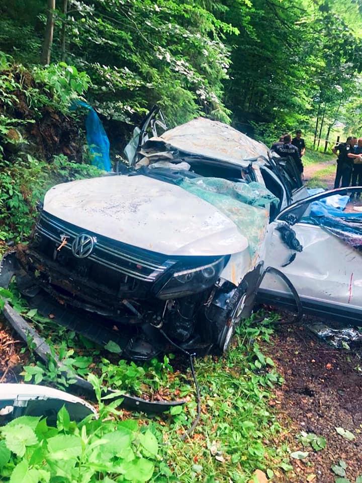 "У Яремчі ""Volkswagen Tiguan"" злетів в обрив – 4 загиблих 1"