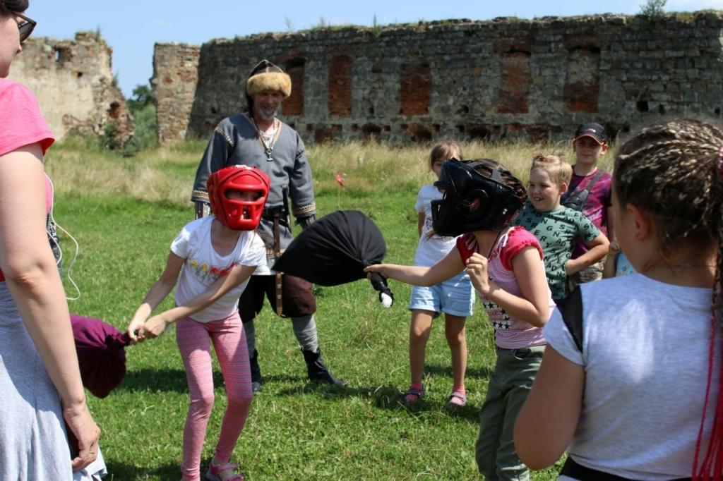 Ветеранів з родинами по-лицарськи реабілітували у Пнівському замку 10