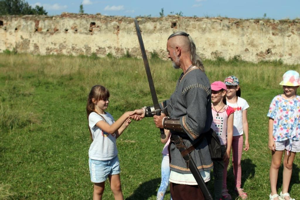Ветеранів з родинами по-лицарськи реабілітували у Пнівському замку 8