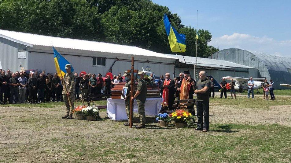 У Коломиї прощаються з пілотом Ігорем Табанюком, який загинув в авіакатастрофі 2