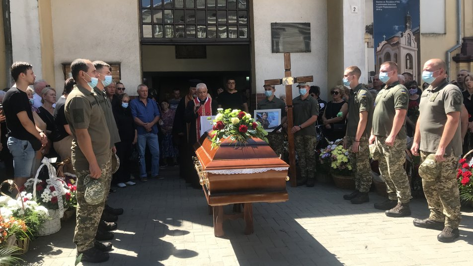 У Коломиї прощаються з пілотом Ігорем Табанюком, який загинув в авіакатастрофі 1