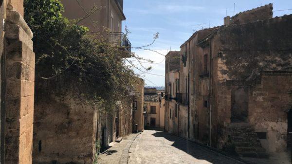 Італійське місто Самбука продає полишені будинки за два євро 2