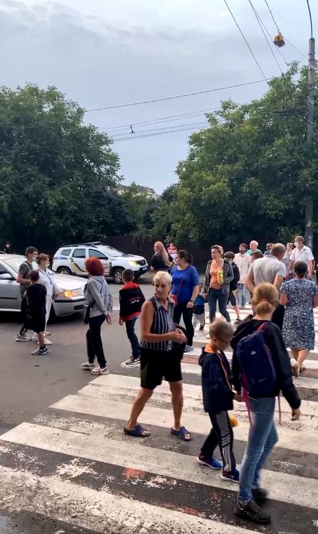 У Франківську мешканці багатоповерхівки перекрили Незалежності – Угорницьку, бо їм вимкнули електрику 1