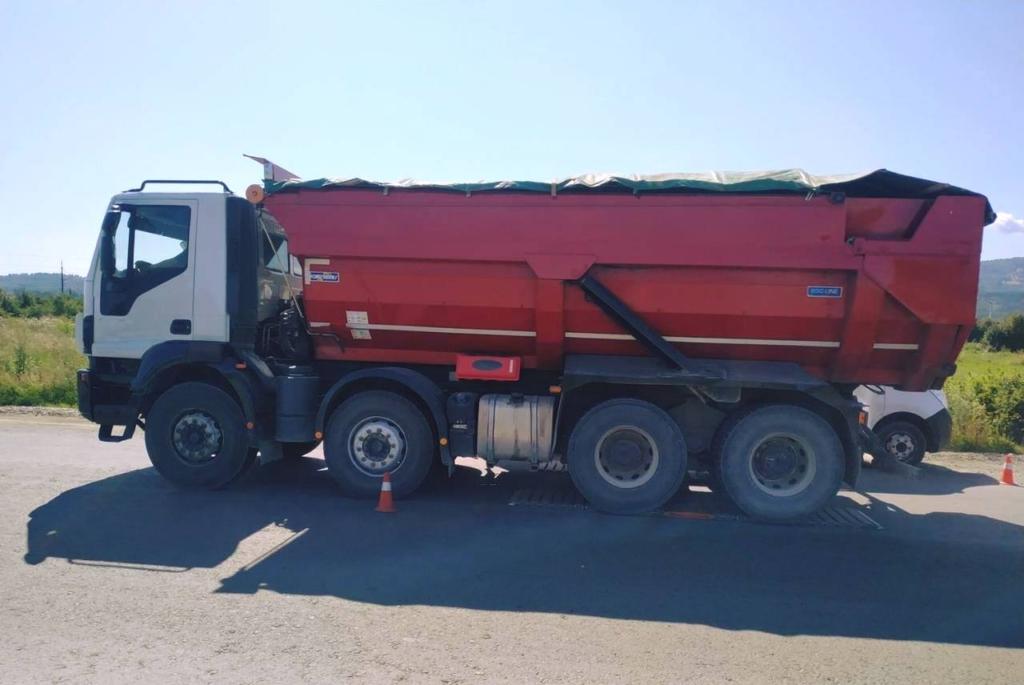 Укртрансбезпека вперше на Прикарпатті оштрафувала вантажівку з щебенем за надмірну вагу 2