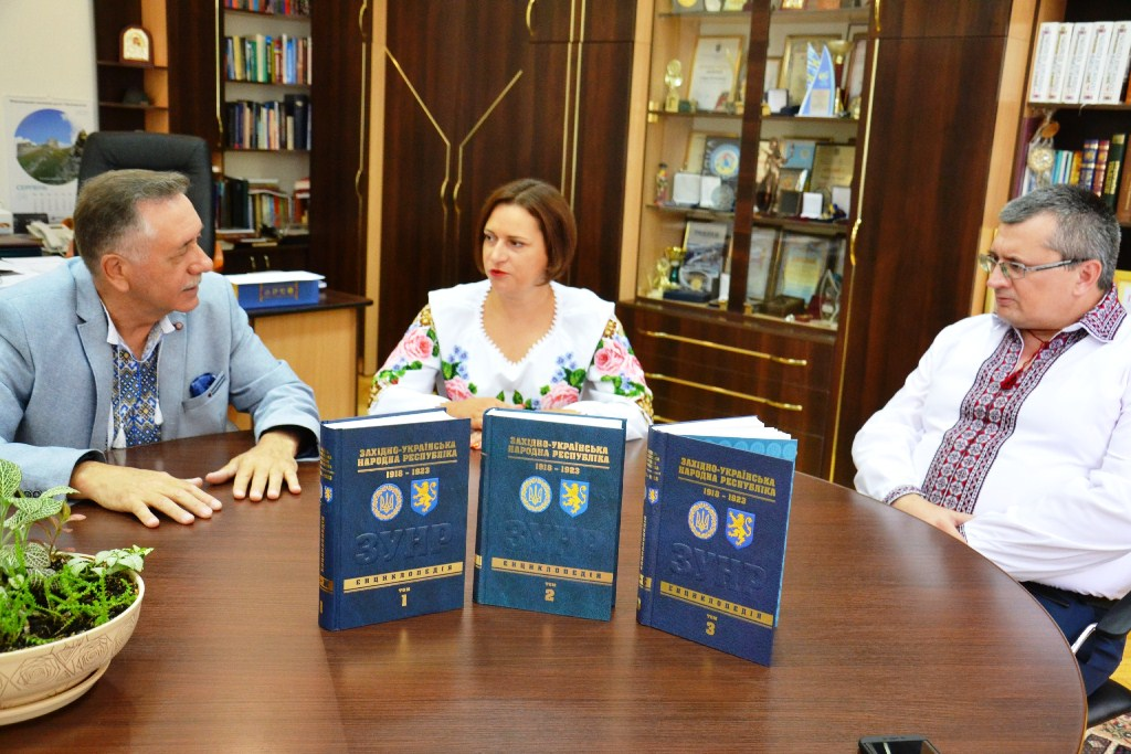 3000 статей: до ювілею Незалежності науковці ПНУ завершили Енциклопедію ЗУНР 1