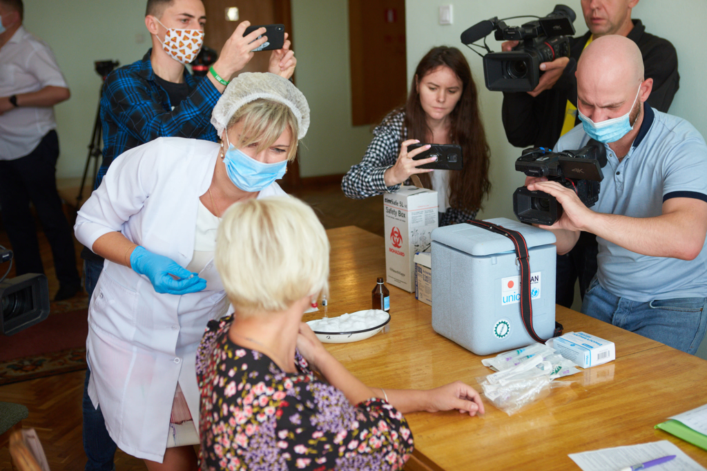 Депутатів Франківської міськради вакцинували під час сесії 1