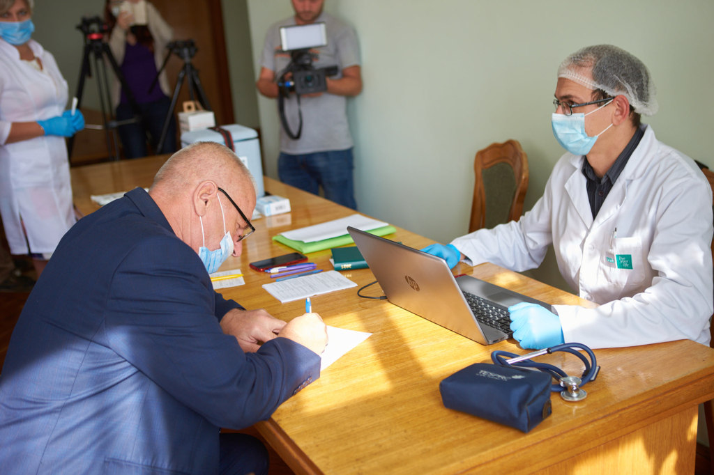 Депутатів Франківської міськради вакцинували під час сесії 3